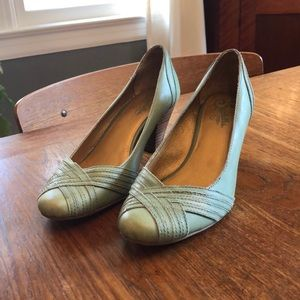 Seychelles. Size 7.5. Nice green shoes.